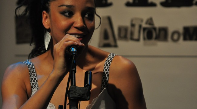 Roberta Estrela D'alva, atriz, MC, cantora, poeta e criadora do ZAP!